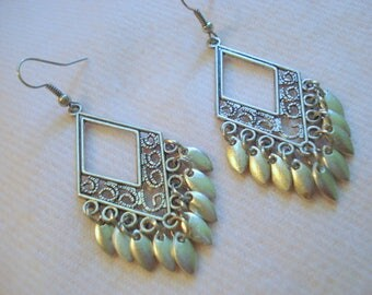 Silver Shimmery Pierced Earrings Lightweight & Fun A++ Condition #324