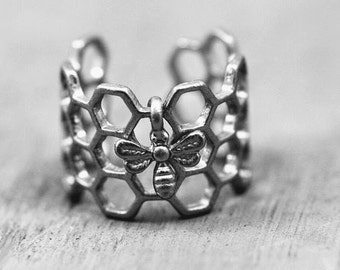 Beyhive Ring with a Bee Carm