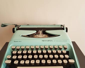 Funky Typewriter Remington Streamliner. Vintage 1970's - Portable typewriter