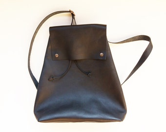 Black leather backpack / Minimalist, chic and pratical / woman gift /