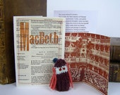 Shakespeare. Macbeth. Lady Macbeth.  Shakespeare gift box with knitted finger puppet, speeches, fold out audience.