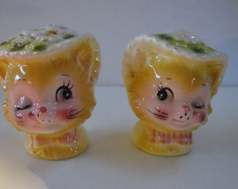 FREE SHIPPING Winking Kitty salt and pepper shakers!