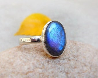 Blue Flash Labradorite Gemstone Ring, Sterling Silver Ring, 925 Silver, Sterling Ring, Labradorite Ring, Unique Gemstone Ring size 8