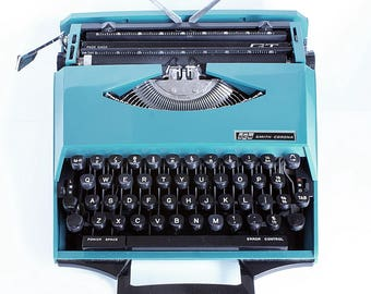 Vintage Smith Corona - Karmann Ghia Super G - Portable Typewriter In Blue and Black ( Retro 1970s) - Hard-To-Find Collectable