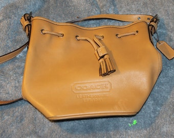 Vintage Coach Bucket Purse, Tan, Leatherware, Two Tassels, Coach Tag, & Leather Tag Inside Bucket Purse, Great for Everyday Use, Fashion
