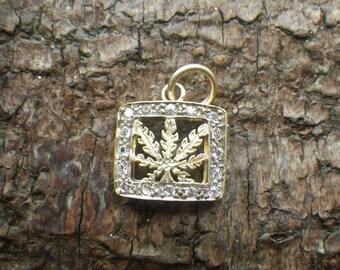 Sparkling 9ct Yellow Gold Rhinestone Leaf Necklace Pendant Charm
