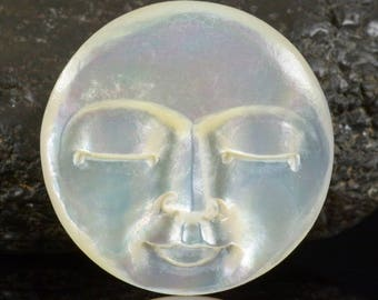 Lustrous Mother-of-Pearl SHELL FACE CAMEO-style Carving Cabochon 3.84 g