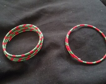 Christmas Bracelet Gift Set, Set of 2 Christmas Bracelets, Red and Green Seed Bead Memory Wire Bracelets, Bracelet Gift Set