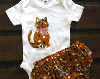 Organic baby clothes / Girls bodysuit  / Organic ruffled bloomers  / Cat appliqué bodysuit / Organic baby bloomers/ Retro baby girl