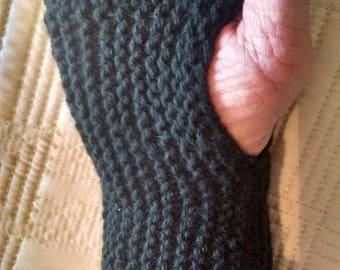 Dark Green Fingerless Gloves for Women in Luxurious Tibetan Yarn