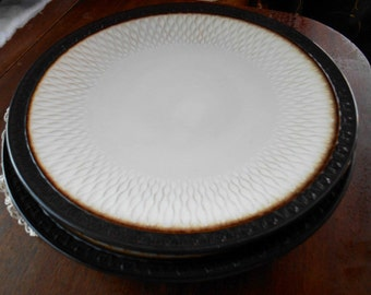 Mikasa Gourmet Basics Sorrento 4 New Dinner Plates In White and Earth Tones With Raised Grid Border ~ Free Shipping