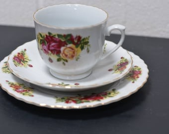 Royal Norfolk Beautiful Rose Detail Trio Tea Set (E48)