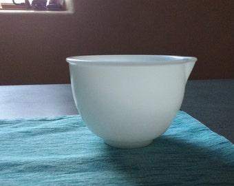 Vintage Pyrex Milk glass mixing bowl with spout.