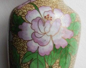 Pretty Vintage Cloisonne Chinese Vase!