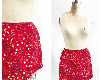 Sweet floral red rayon skorts. Size S.