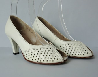 White 70s Vintage Shoes // Salamander Leather Shoes // Peeptoe // Size EU 36 // Made In Western Germany