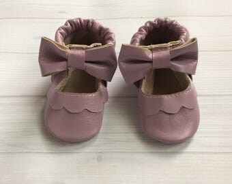 Baby moccassins, Baby Moccs, baby gift, baby leather shoes, leather mocs with bow, girl mary jane mocs lilac