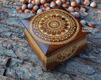 Small wooden chest box Mandala ornament. Wooden jewelry box. Mehndi wooden box. Keepsake box. Vintage jewelry casket box