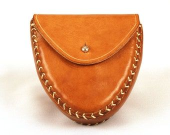 Leather case for 45 mm juggling balls. Small leather belly band.