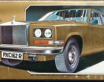 Rare Burago Rolls Royce Camargue 1:22 Scale Metal Dicast On Wood Base Diamonds 3003 Desk Pack