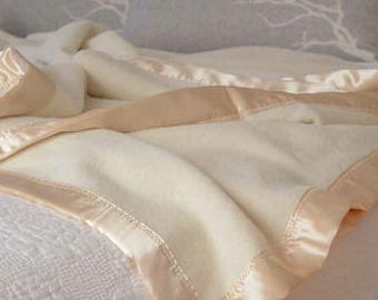 Luxury Australian Alpaca Blankets -  100 Percent ALPACA - Queen Bed and King Bed Size