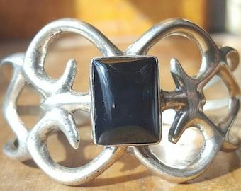 Vintage Navajo Sandcast Black Onyx Sterling Silver Bracelet, Vintage Cuff, Native American Bracelet, Souvenir Jewelry, Vintage Onyx Bracelet