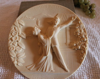 """Museum of La Scala Ivory Alabaster Relief Collector Plate Titled """"Madama Butterfly"""" - No. AC 2497"""