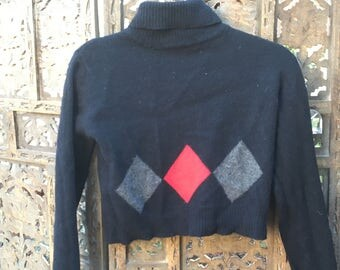 Super 90s Cropped Black Turtleneck with Diamond Design
