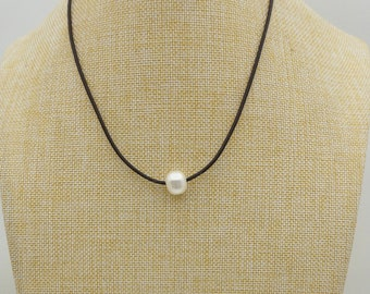 AAA Potato Leather Pearl Choker Necklace,White Freshwater pearl, Black Leather Pearl necklace,LIGHT BROWN,Le4-036