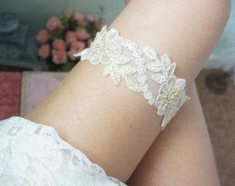 Wedding gold lace garter, gold garter set, gold bridal garter, gold garter set, wedding gold theme, toss and keepsake garter, wedding lace
