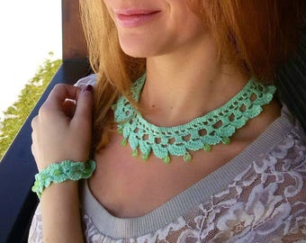 Green jade crochet necklace and bracelet, mint green crochet jewelry set, beaded jewelry with jade,lace jewelry set with semiprecious stones