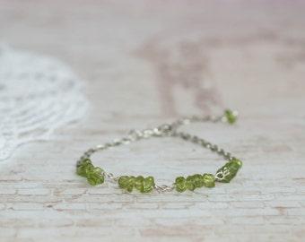 Peridot bracelet, Green gemstone bracelet, Peridot bead bracelet, Light green bracelet, Peridot chip bracelet, Peridot stone bracelet
