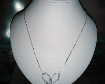 Collier de papillons réalistes sertis de cristal  Swarovski, Argent, **livraison gratuite au Canada**Free shipping in Canada