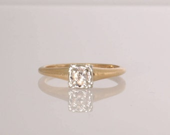 14K Yellow & White Gold .06 carat Diamond Engagement Ring Vintage, Estate 1940s.   Size 4.  Et152