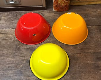 Vintage Bowls Enamelware Set of 3 Red Orange Yellow AWESOME!