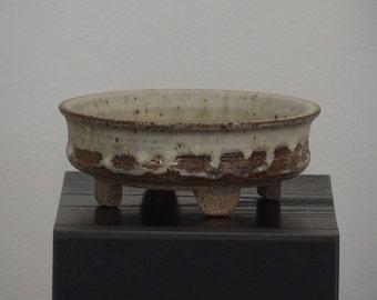 Bonsai pot on four legs