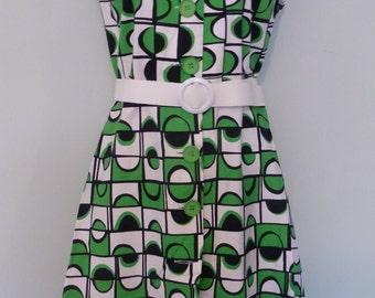 Vintage 1970s Green/Black/White Cotton Sleeveless Belted Summer Dress.  Size 14
