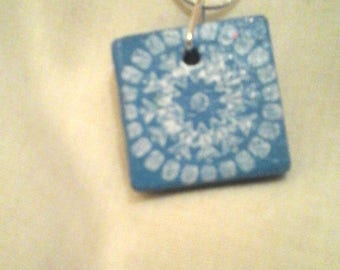 Blue and white pendant choker