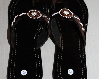 Brown velvet sandals with beads detail