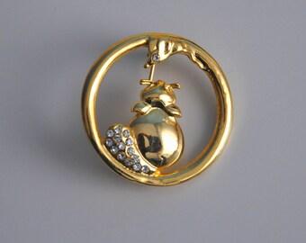 Vintage gold tone brooch, Vintage metal brooch, animal brooch, cat and mouse brooch, 80s brooch, gold pin