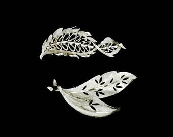 Set 2 Silver 60's Leaf  Brooches    GJ2510