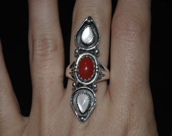 Sterling Silver Coral & Mother of Pearl Ring