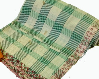 Traditional Kantha Quilt / Vintage Cotton Throw /Bedspread/ Handmade quilt /Twin Quilt /Reversible quilt/quilts/bedcover/bedsheet/bedspread