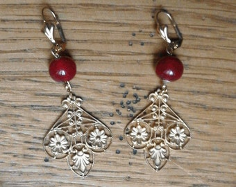 Belle Epoque gold chiseled and earrings openwork patterns of flowers with red beads