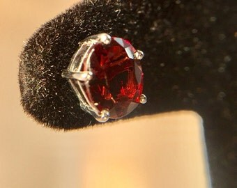 ear nail, white gold, red spinel