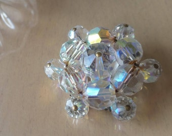Vintage 1950's/60's aurora borealis glass crystal bead brooch in a flower design