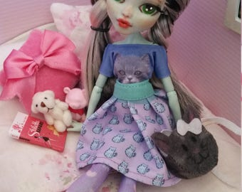 Repainted monster high doll Frankie