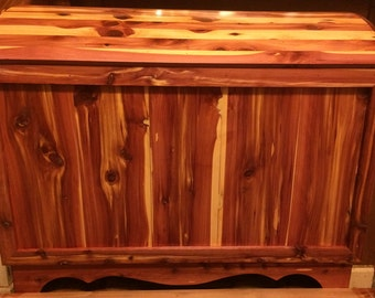 Aromatic Tennessee Red Cedar Humpback Chest