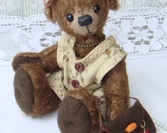 Hazel Teddy bear artist, collection of artist bears, Mohair, single model.