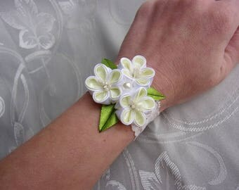 White and pale yellow wedding bracelet / Bracelet maid of honor/Bracelet with satin ribbon kanzashi flowers